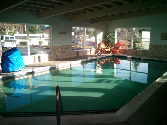 Inn at Wecoma Lincoln City : Beautiful clean bright and relaxing pool...very nice place to spend some time.