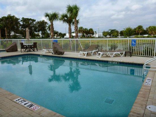 Comfort Suites Sarasota: Piscina super limpa