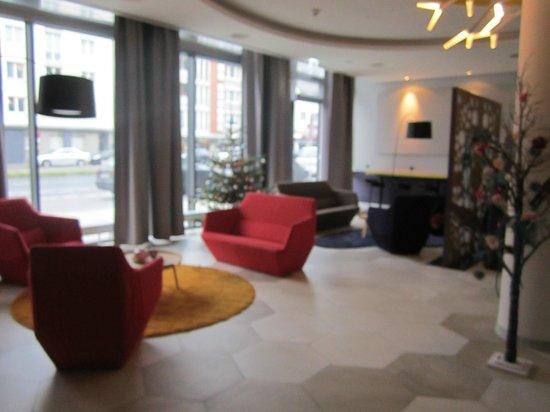 Adagio Koln City: Reception Area