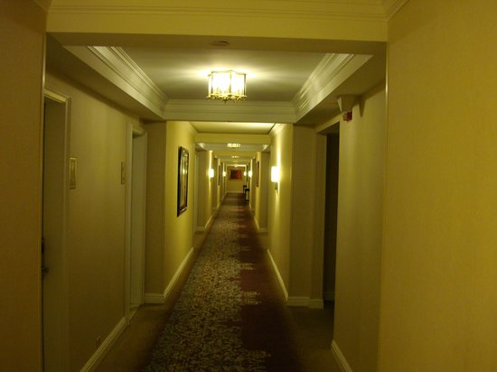 The Henry, Autograph Collection: Hotel hallway