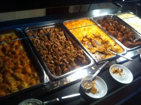 VH Gran Ventana Beach Resort: Dinner at the buffet