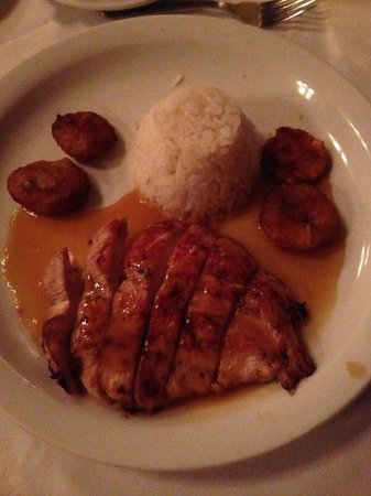 VH Gran Ventana Beach Resort: Chicken with mango sauce at octopus restaurant