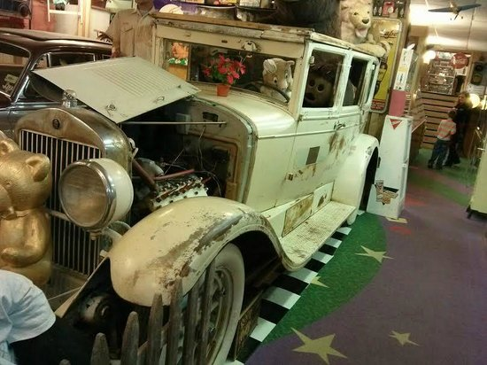World's Largest Toy Museum : Neat car