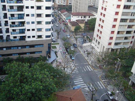 Pitangueiras beach: Vista da Rua Mário Ribeiro.