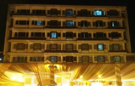 Hotel Brahamputra Ashok: Exterior from River Facing side