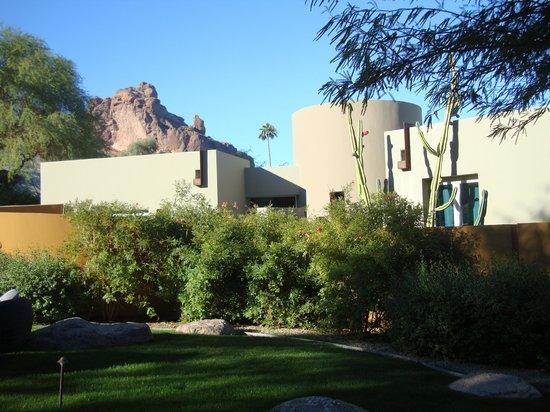Sanctuary Camelback Mountain: Hotel exterior