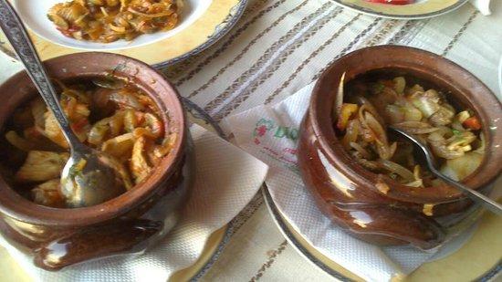 Dionis: Kavarma,en med kylling og en med svinekjøtt,nydelig mat :)