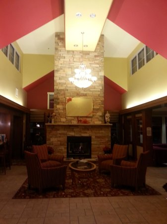 Residence Inn Newport Middletown: Nice lobby fireplace
