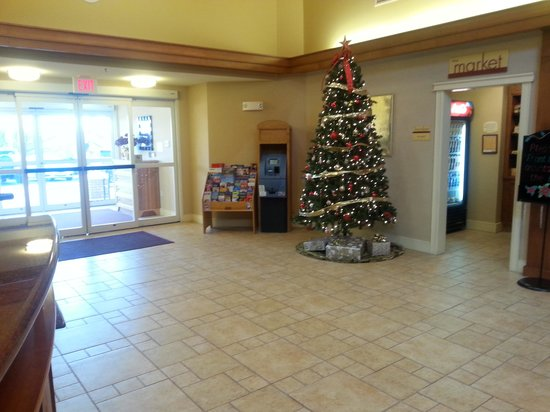 Residence Inn Newport Middletown: Christmas season in the lobby