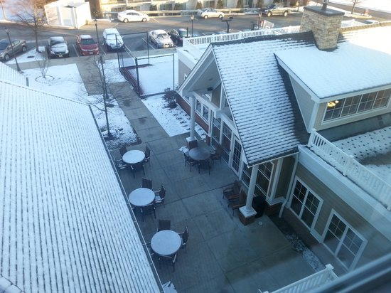 Residence Inn Newport Middletown: Too cold in Dec to use the courtyard