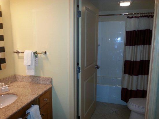 Residence Inn Newport Middletown: Bath1