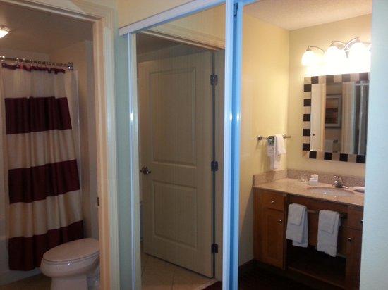 Residence Inn Newport Middletown: Bath2