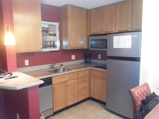 Residence Inn Newport Middletown: Kitchen