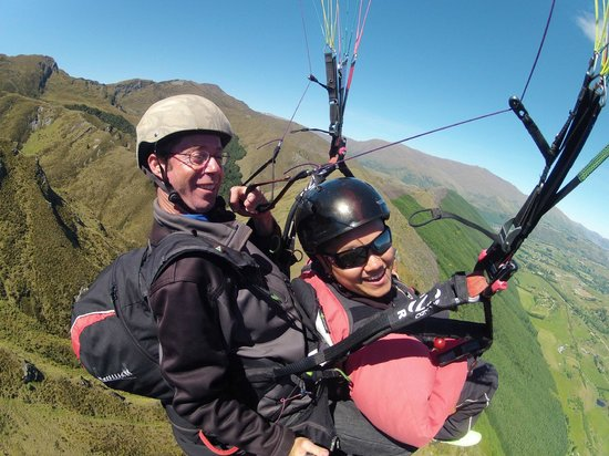 Fly Paragliding: Mid flight photo