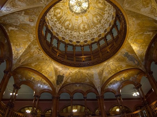 Flagler College: The dome in the lobby