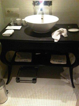 Le Pavillon de la Reine: Salle de bain