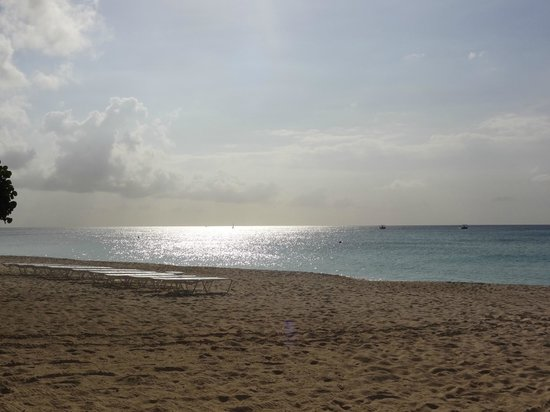 Caribbean Club: The beginning of sunset, view from the thatch hut lounger.