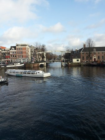 Hampshire Hotel - Eden Amsterdam : panoramica dalla porta centrale dell'hotel