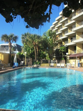 pool picture of la quinta inn suites cocoa beach oceanfront cocoa beach tripadvisor. Black Bedroom Furniture Sets. Home Design Ideas