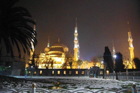 Blaue Moschee (Sultan-Ahmed-Moschee): Exterior por la noche