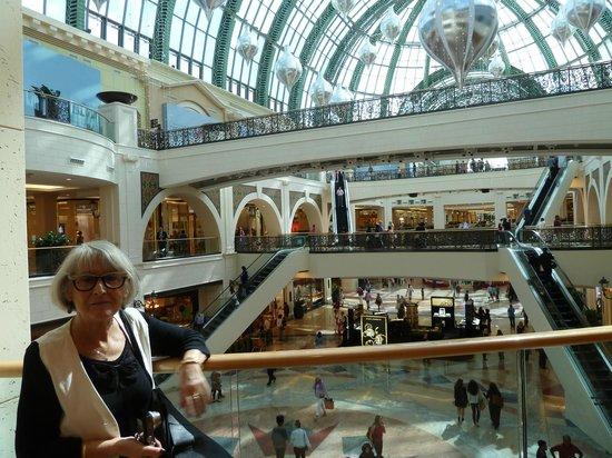 Dubai Shopping Centre: Emirates Mall