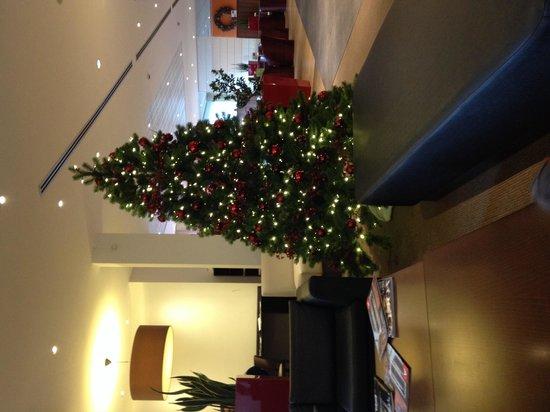 Ibis Antwerpen Centrum: Lobby kerstsfeer