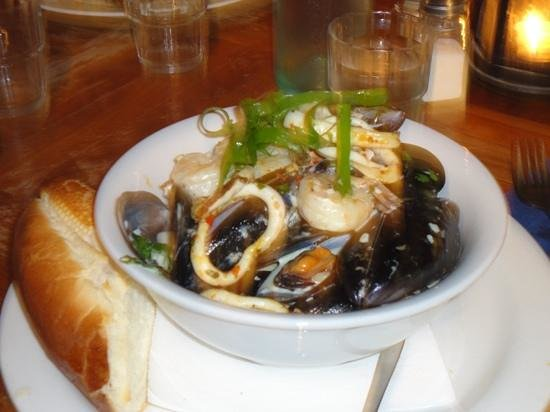 Fins Cafe: Delicious mussels, seafood & tiger prawns