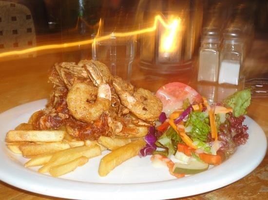Fins Cafe: Golden chips & crabs/prawns !