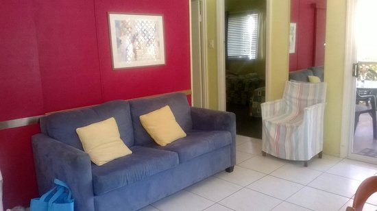 Bargara Gardens Motel & Holiday Villas: 2 Bedroom unit interior