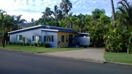 Bargara Gardens Motel & Holiday Villas: Entry to Motel Reception