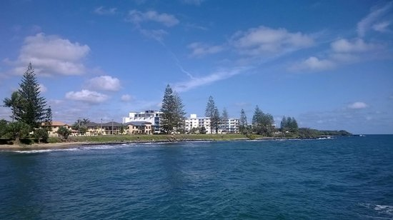 Bargara Gardens Motel & Holiday Villas: Broader view of Bargara beachfront residences