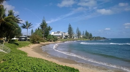 Bargara Gardens Motel & Holiday Villas: Bargara beachfront buildings in the morning sunshine