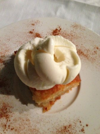 The Athens Gate Hotel : Orange cake with ice-cream
