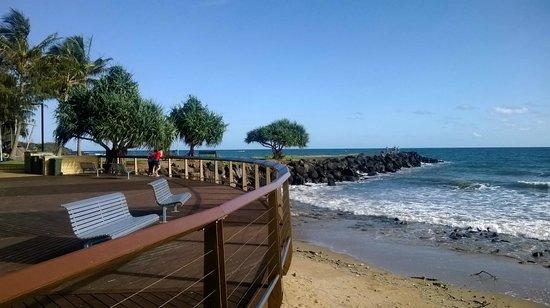 Bargara Gardens Motel & Holiday Villas: Beachfront park at Bargara