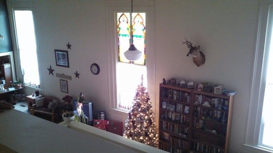Old Church Inn: Looking down on the open living room