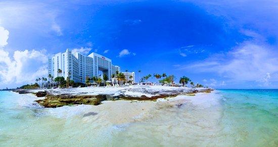 Hotel Riu Palace Peninsula: View of Hotel from Beach