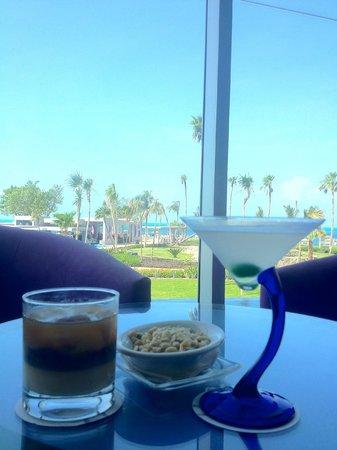 Hotel Riu Palace Peninsula: View from Lobby Bar