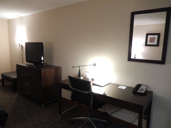 Wingate by Wyndham Chattanooga : Desk along the wall