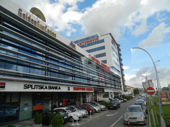 Hotel Antunovic Zagreb: hotel e centro comercial
