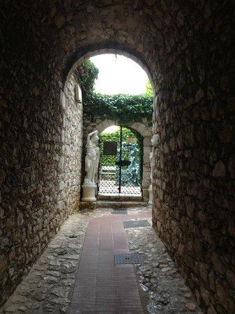 Chateau de la Chevre d'Or: Doorway at Chèvre d'or