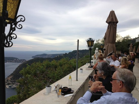 Chateau de la Chevre d'Or: patio views