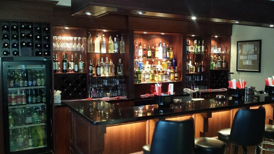 Ramada Rockaway: Bar