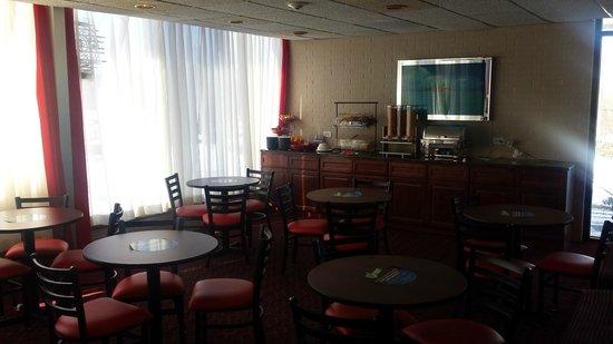 Ramada Rockaway : Breakfast Area