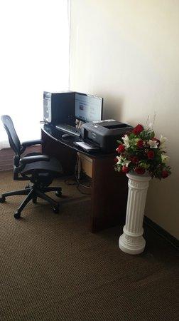 Ramada Rockaway : Business Center