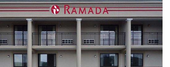 Ramada Rockaway : Extirior