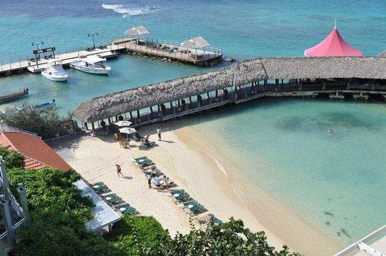 Sandals Ochi Beach Resort: Small beach, but beautiful