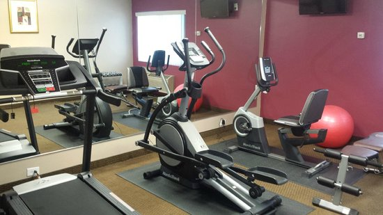 Ramada Rockaway: Fitness center