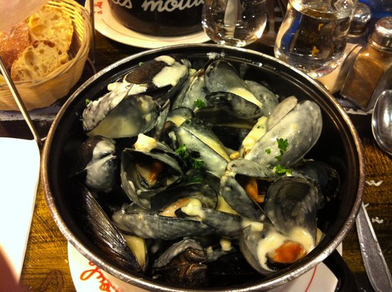 A la Peche aux Moules: Moules au roquefort (500 g) crème fraîche, frites à volonté