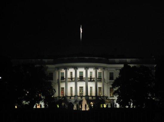 W Washington DC: White House 100yds away