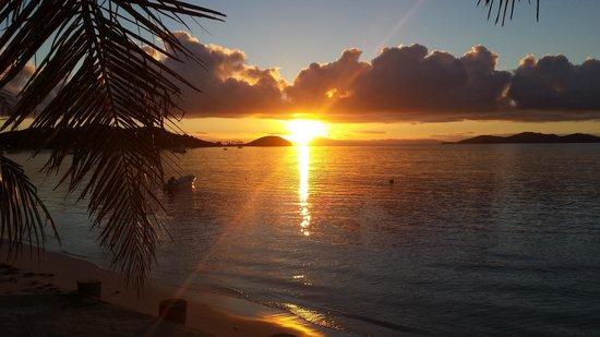 Mana Island Resort: sun rise